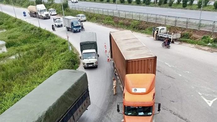 Bắc Giang: Va chạm với xe container, 2 nữ công nhân tử vong