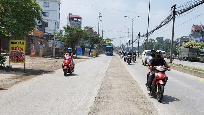 Hà Nội: Quốc lộ 1A bị đào xới nham nhở, mất an toàn