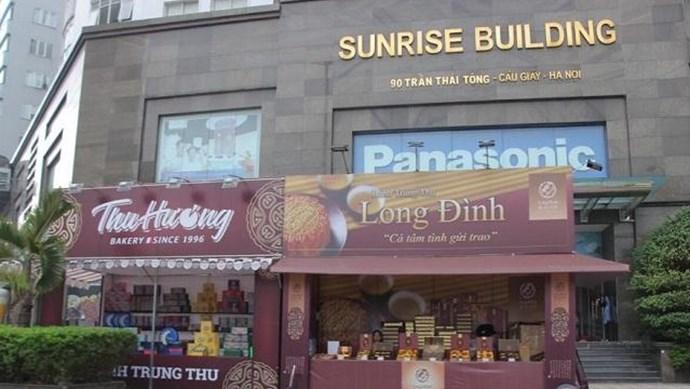 Tại phường Dịch Vọng Hậu (Hà Nội): Gian hàng bánh trung thu không phép lấn chiếm mặt bằng kinh doanh