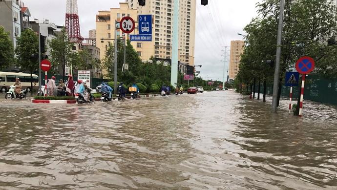 Hà Nội: Nhiều tuyến phố ngập do ảnh hưởng bão số 3