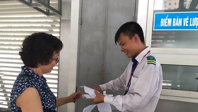 Hà Nội: Đã có 70.000 người đăng ký làm Thẻ miễn phí xe buýt