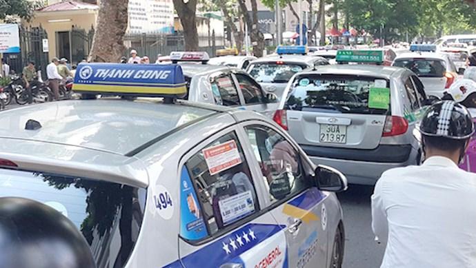 Bộ GTVT: Xe taxi không buộc phải gắn hộp đèn