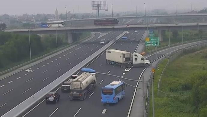 Những hiểm họa khó lường khi di chuyển trên cao tốc