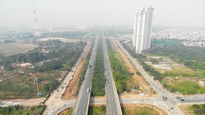 [Ảnh] Đường gom Đại lộ Thăng Long đang được mở rộng thêm 4 làn xe