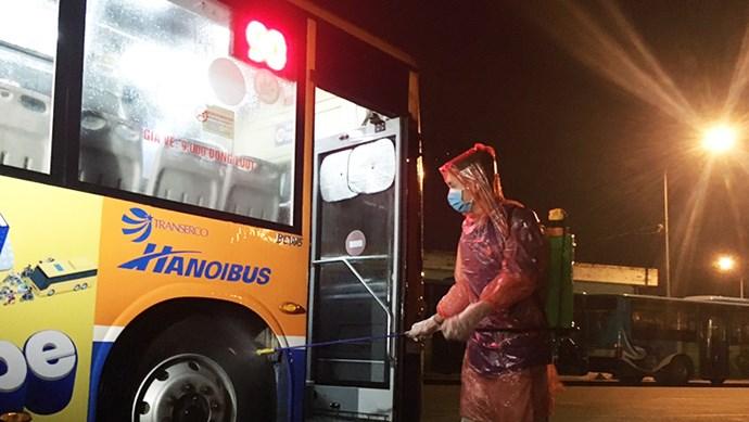 [Ảnh] Xe buýt được khử trùng như thế nào trong mùa dịch bệnh Covid - 19