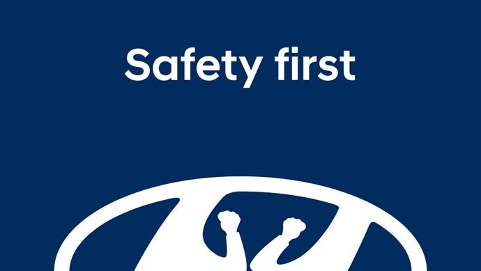 Mercedes và Hyundai cũng biến tấu logo ủng hộ việc cách ly xã hội