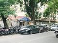 """Tình trạng taxi """"bủa vây"""" trước cổng bệnh viện Việt Đức bao giờ chấm dứt?"""