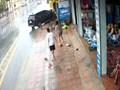 Hà Nội: Cú va quệt mạnh khiến hai người phụ nữ bị thương