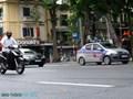 Taxi, xe công nghệ vắng khách trong ngày đầu tái khởi động
