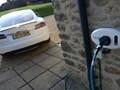 Các điểm sạc ô tô điện sẽ được lắp đặt trong mọi ngôi nhà mới ở Vương quốc Anh