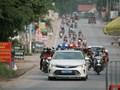 Cảnh sát giao thông Hà Nội hỗ trợ hàng trăm người từ vùng dịch phía Nam vững tâm qua Thủ đô