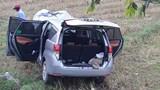 Xe chở hài cốt liệt sĩ mất lái lao xuống ruộng