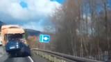 Clip: Xe container nổ lốp gây tai nạn kinh hoàng