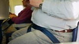 Tranh cãi việc hành khách đi máy bay đòi người béo phì ngồi cạnh trả tiền vì không thoải mái