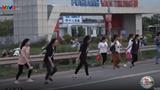 """Video: Công nhân vẫn """"trêu ngươi"""" tử thần cao tốc Hà Nội-Bắc Giang"""