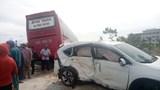 Ô tô 7 chỗ va chạm với xe khách giường nằm, 2 người bị thương nặng