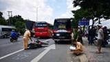 Tránh xe bắt khách dọc đường, cả gia đình gặp nạn, bé trai 11 tuổi tử vong