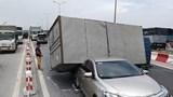 Tai nạn liên hoàn trên cầu Thanh Trì, giao thông ùn tắc hàng cây số