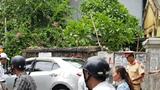 Nữ tài xế xe sang nghi đạp nhầm chân ga, tông 3 người nhập viện