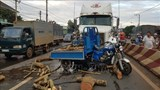 Tai nạn giao thông giữa xe container và xe ba gác làm một người tử vong
