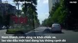 Clip: Vào cua như phim hành động, nam thanh niên suýt chết dưới gầm taxi