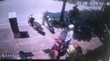 Thanh niên bẻ khóa trộm xe SH chưa đến 2 giây ngay giữa phố Hà Nội