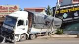 Bình Phước: Xe tải mất phanh, đâm sập nhà dân ven đường