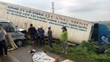 Xe khách tông xe container, 13 người thương vong