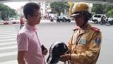 Mũ bảo hiểm rởm và câu chuyện ý thức người tham gia giao thông