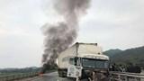 Xe đầu kéo va vào dải phân cách, bốc cháy trên cao tốc Nội Bài - Lào Cai