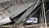 Video: Xe tải kéo sập giàn giáo trước hầm Thủ Thiêm, giao thông kẹt cứng