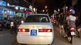 Lái xe biển xanh giả, hú còi ưu tiên trên đường phố bị phạt 14,7 triệu đồng
