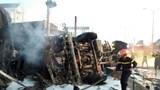 Hàng nghìn lít xăng tràn ra quốc lộ gây hỏa hoạn kinh hoàng, ít nhất 6 người tử vong