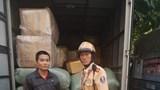 Hà Nội: Ngụy trang xe thư báo chở hàng lậu bị CSGT bắt giữ