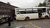 Quốc lộ 6 tê liệt vì vụ tai nạn liên hoàn
