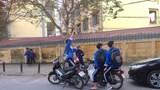 Hiểm họa từ việc học sinh vô tư đi xe phân khối lớn tới trường: Khi phụ huynh là người tiếp tay!