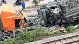 Hà Nội: Ô tô tải đâm nát đầu xe container trên quốc lộ 1A