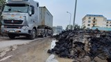 Bùn thải uy hiếp môi trường - giao thông trên QL5