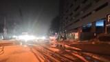 Hà Nội: Xe bồn kéo đổ 4 cột điện trong đêm
