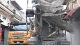 """Xe tải nặng """"tra tấn"""" đường xã Lại Yên"""