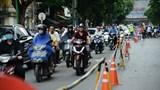 Người dân làm quen với rào chắn trên đường Trần Hưng Đạo
