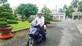 Chủ tịch tỉnh đi xe máy, bộ trưởng đi xe buýt: Tại sao không?
