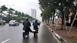 Cần xử lý nghiêm việc dùng chân đẩy xe khác khi tham gia giao thông