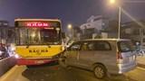 Hà Nội: Nghi vấn tài xế ô tô con say rượu đâm bẹp đầu xe buýt trên cầu Chương Dương