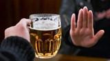 Hoặc uống rượu bia, hoặc lái xe: Phải biết chối từ…