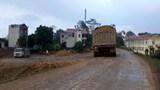Ô nhiễm và mất an toàn vì xe chở đất