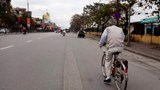 """Mùng 3 Tết, đường phố Hà Nội khẽ khẽ """"cựa mình"""""""