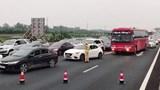 """Mùng 4 Tết, giao thông Hà Nội đã """"ngộp thở"""""""