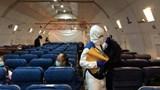 Bên trong chuyến bay chở người rời Vũ Hán