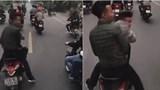 Chạy xe máy dàn hàng ngang, chặn ô tô trên đường gây bức xúc